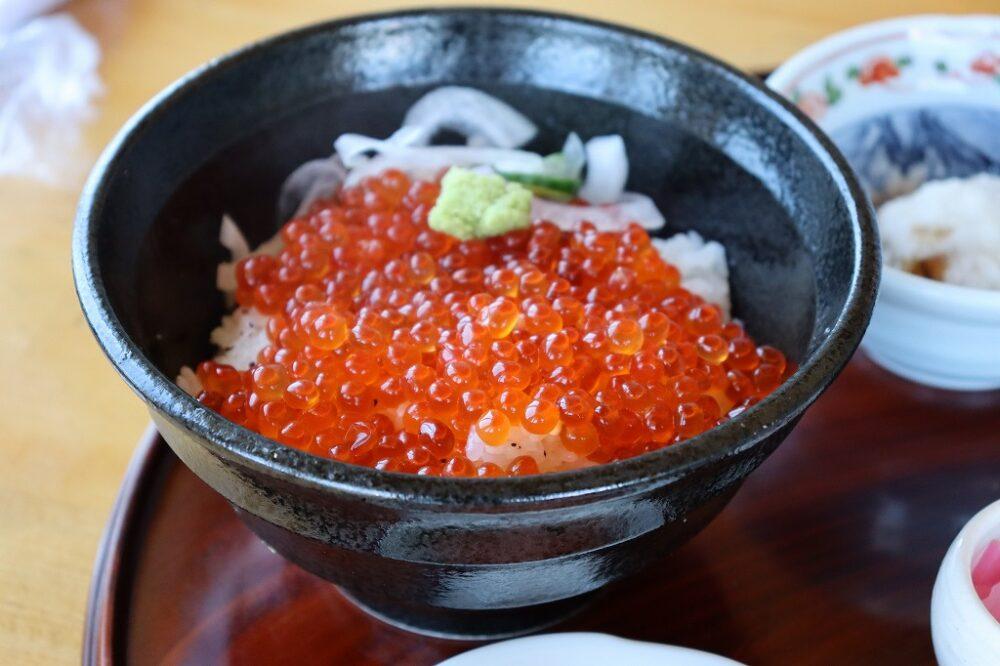いわき市 美味しいランチ おすすめ海鮮丼とサーモンいくら丼 四倉「やまかく」