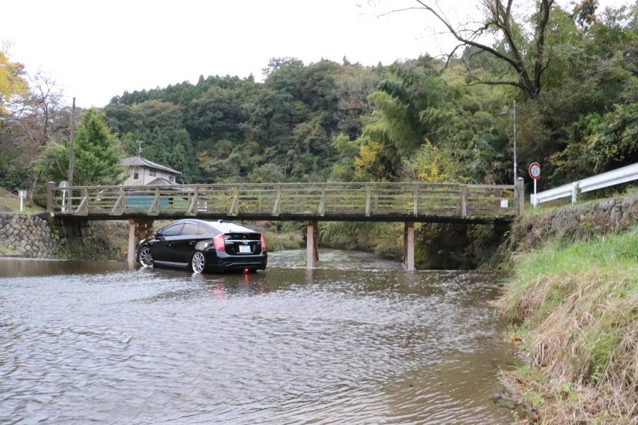 知ってますか?いわき市内郷地区白水 洗い越し?川道路はどこ? 「車を洗車できる川」 インスタ映えで若者に人気ですね!